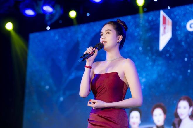 Noo Phuoc Thinh ra Da Nang du chung ket Miss GHB 2019 hinh anh 5