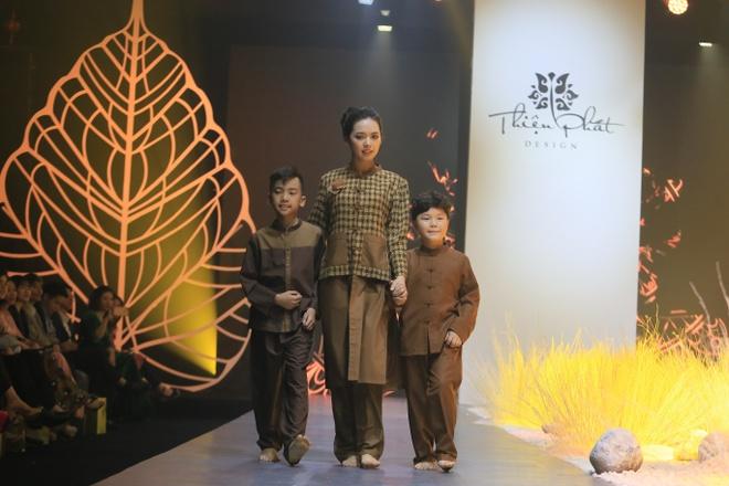 Hong Que, Thien Huong tinh te trong trang phuc Thien Phat Design hinh anh 7