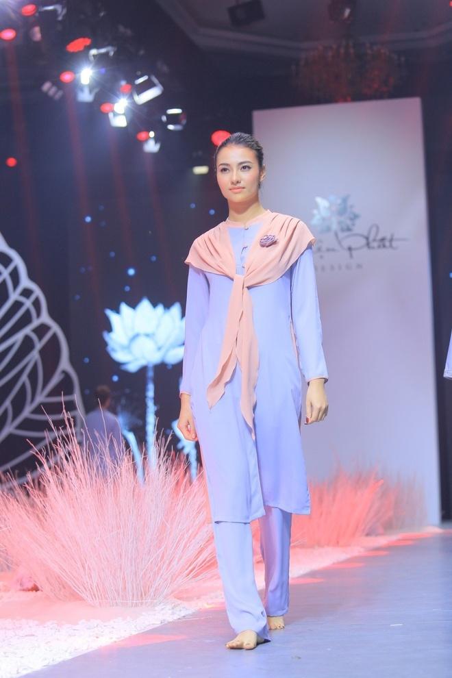 Hong Que, Thien Huong tinh te trong trang phuc Thien Phat Design hinh anh 3
