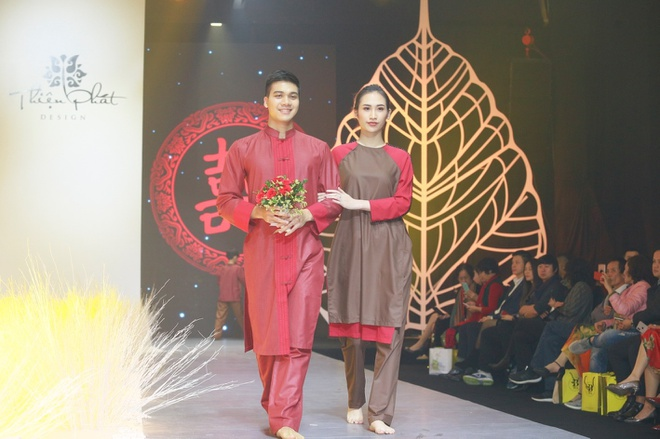 Hong Que, Thien Huong tinh te trong trang phuc Thien Phat Design hinh anh 8