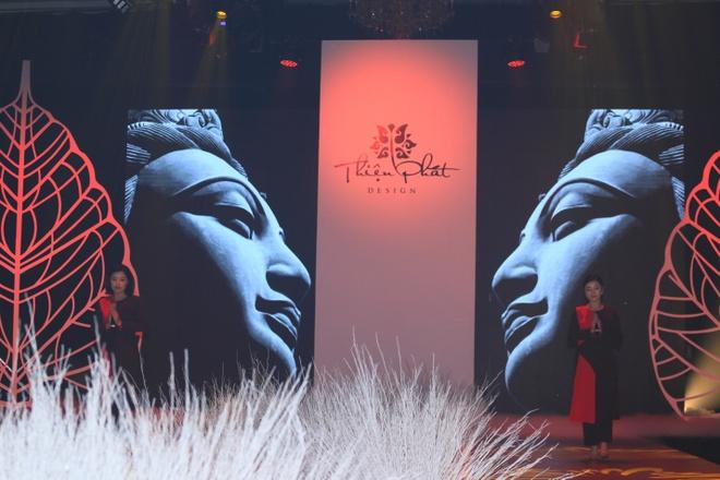 Hong Que, Thien Huong tinh te trong trang phuc Thien Phat Design hinh anh 9
