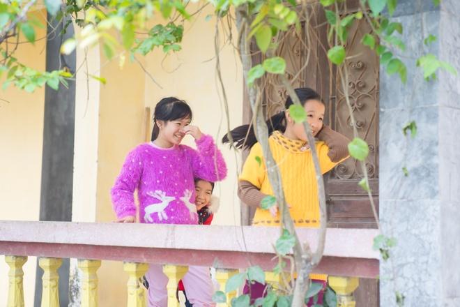 TMV Ngoc Dung tang qua tre em mo coi tai Trung tam xa hoi Ha Nam hinh anh 3