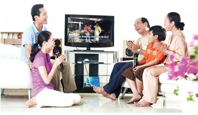 Chiec TV cua gia dinh Viet da 'tien hoa' the nao qua 10 mua Tet? hinh anh 1
