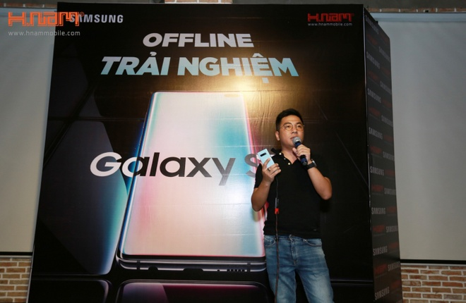 200 don dat hang Samsung Galaxy S10 tai buoi offline cua HNam Mobile hinh anh 3