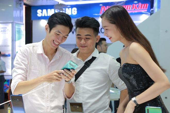 Luong may Galaxy S10, S10+ ban ra du kien cao gap doi ban tien nhiem hinh anh 2