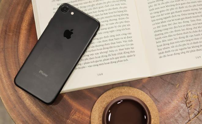 iPhone 7 32 GB ban lock giam con 5,1 trieu dong tai Di Dong Viet hinh anh 2
