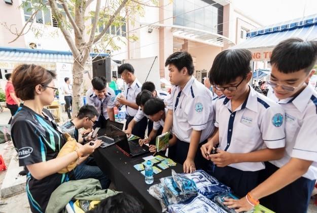 Acer tu van mua thi cho hoc sinh pho thong TP.HCM hinh anh 3