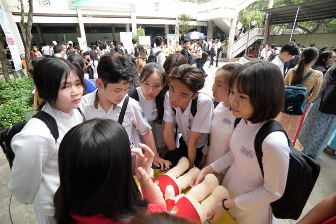 Acer tu van mua thi cho hoc sinh pho thong TP.HCM hinh anh 4