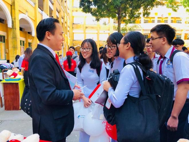 Dai hoc Kinh te Tai chinh TP.HCM anh 3