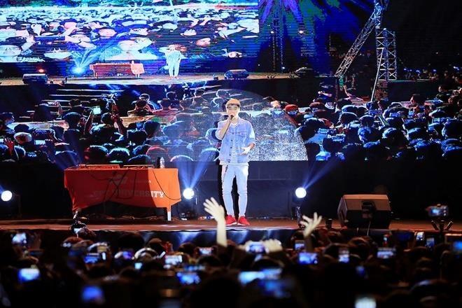 Son Tung M-TP, Lon Xon Band khuay dong san khau 'Super Big Open Day' hinh anh 2