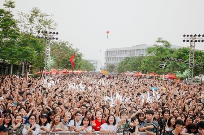 Son Tung M-TP, Lon Xon Band khuay dong san khau 'Super Big Open Day' hinh anh 4