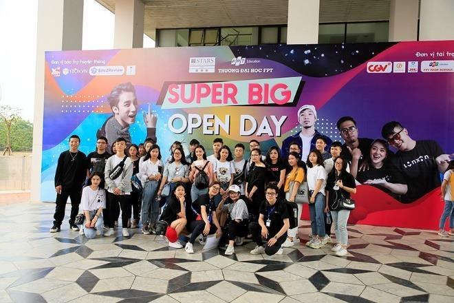 Son Tung M-TP, Lon Xon Band khuay dong san khau 'Super Big Open Day' hinh anh 5