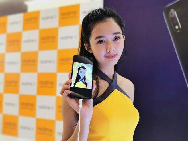 Realme 3 ve Viet Nam - camera kep, man hinh giot nuoc, gia 4 trieu hinh anh 1