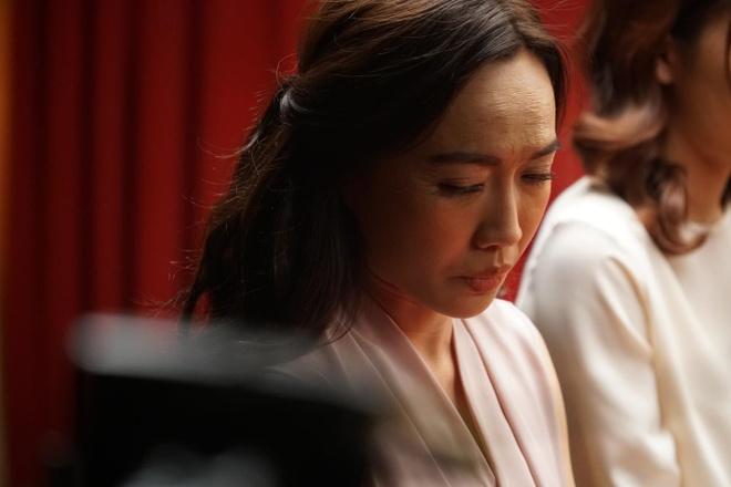 Dieu Nhi, Hoang Thuy Linh ru nhau xem boi 'cai van' trong clip moi hinh anh 1