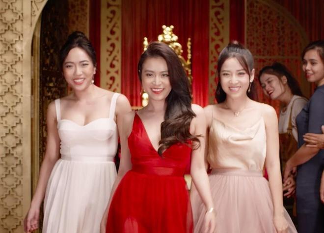 Dieu Nhi, Hoang Thuy Linh ru nhau xem boi 'cai van' trong clip moi hinh anh 10