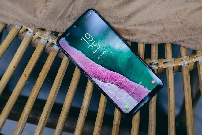 Samsung M10 anh 2