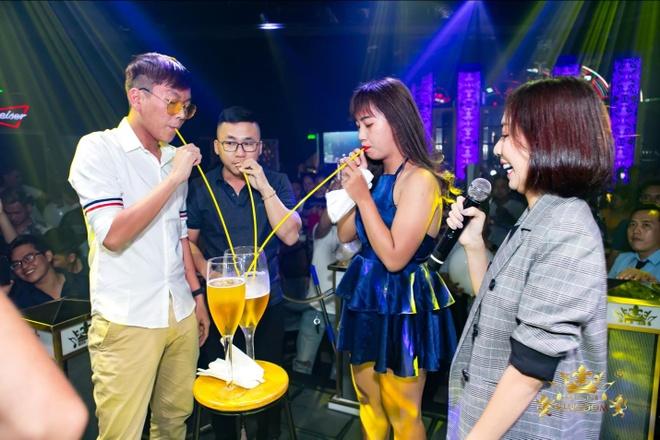 Thu Trang cung khan gia an mung 'Chi Muoi Ba' thang lon ve doanh thu hinh anh 2