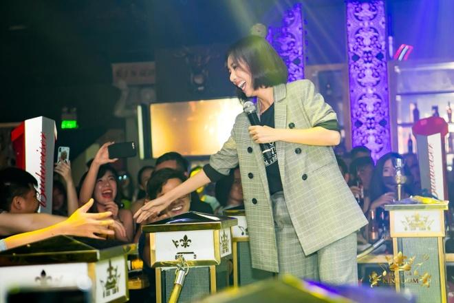 Thu Trang cung khan gia an mung 'Chi Muoi Ba' thang lon ve doanh thu hinh anh 4