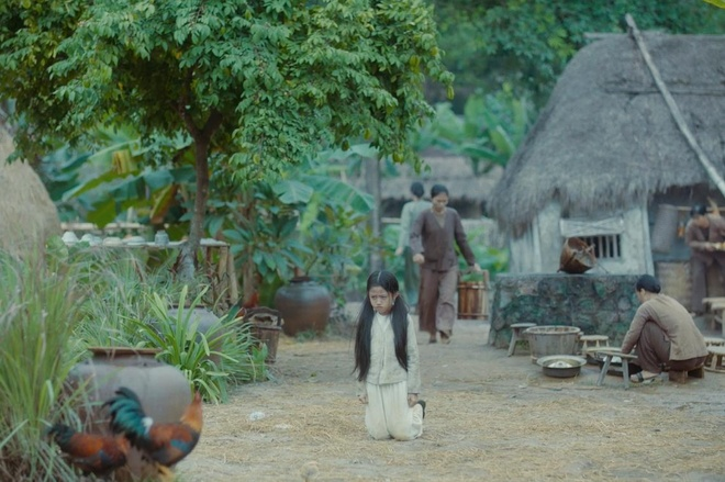 Canh an trung ga song trong trailer 'Nguoi vo ba' co y nghia gi? hinh anh 1