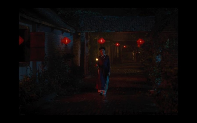 Canh an trung ga song trong trailer 'Nguoi vo ba' co y nghia gi? hinh anh 3
