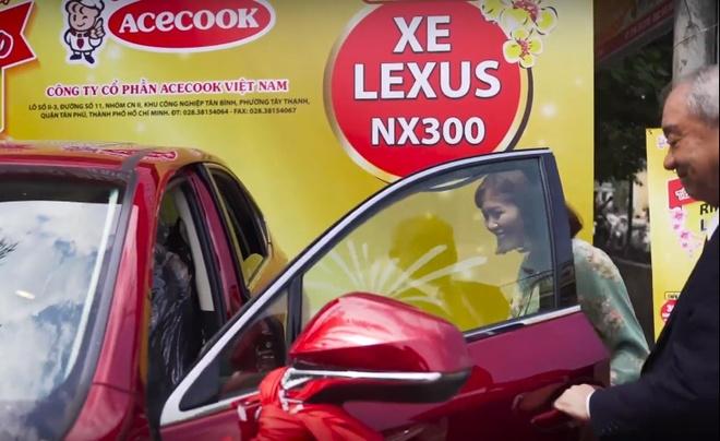 Video - Khach hang cuoi cung rinh xe Lexus tu Hao Hao hinh anh