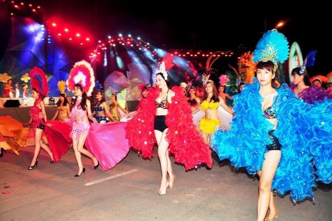 Dieu hanh Carnaval khuay dong Ha Long dip le 30/4-1/5 hinh anh 3