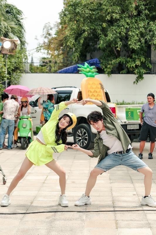 Nicky (Monstar) va Han Sara lan dau ket hop trong MV chao he hinh anh 1