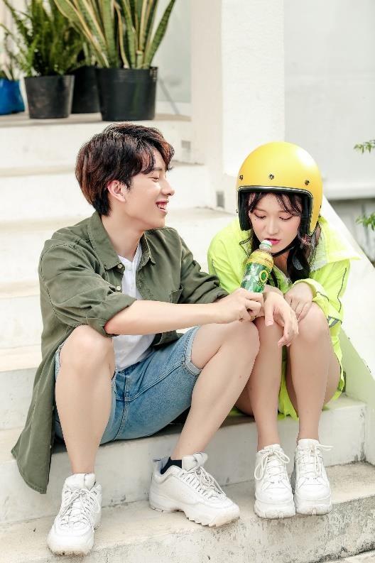 Nicky (Monstar) va Han Sara lan dau ket hop trong MV chao he hinh anh 2
