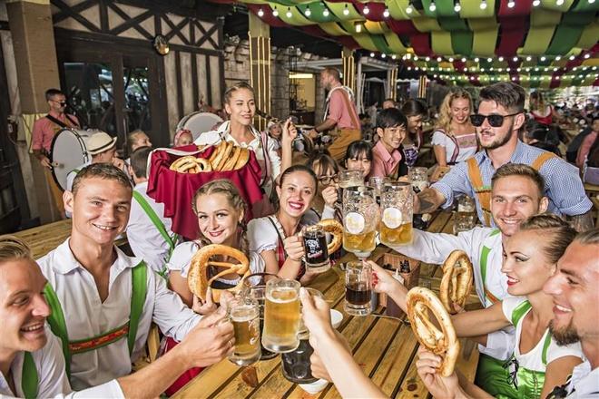 Trai nghiem le hoi bia 'chuan Oktoberfest' tai Ba Na Hills hinh anh 4