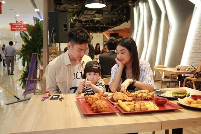 Khai truong nha hang dau tien chuoi C.P. Five Star l Pho di tai Ha Noi hinh anh 6