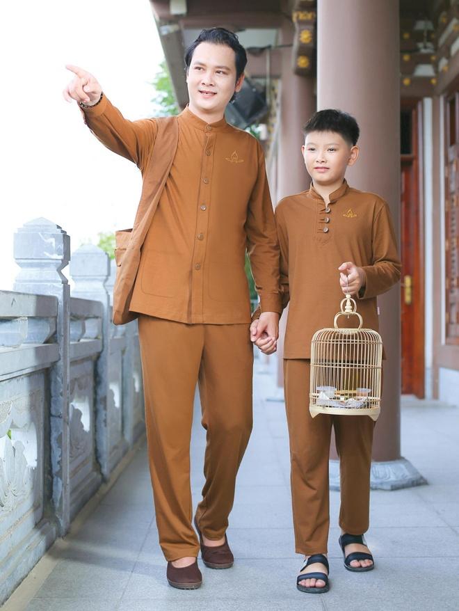 Phap phuc Nguyen Dung ra mat cac thiet ke moi hinh anh 2