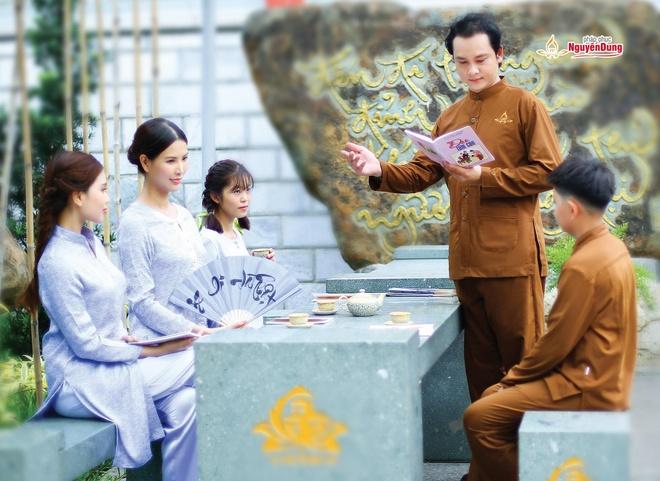 Phap phuc Nguyen Dung ra mat cac thiet ke moi hinh anh 3