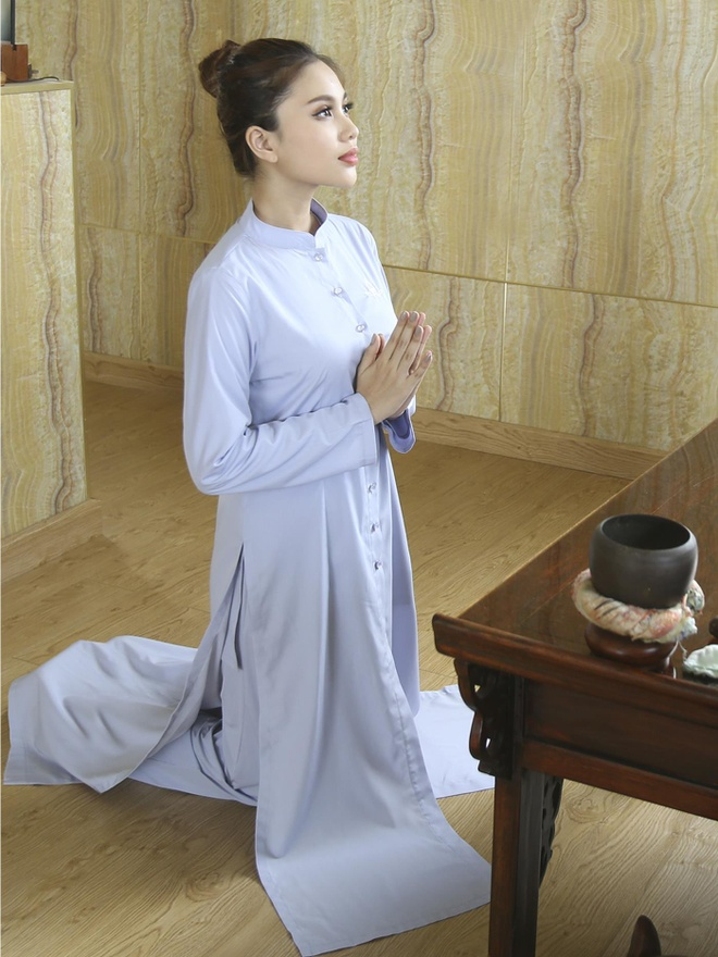 Phap phuc Nguyen Dung ra mat cac thiet ke moi hinh anh 5