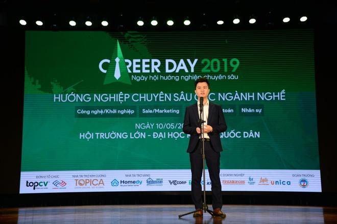 Gan 1.000 sinh vien tham du ngay hoi huong nghiep chuyen sau 2019 hinh anh 1
