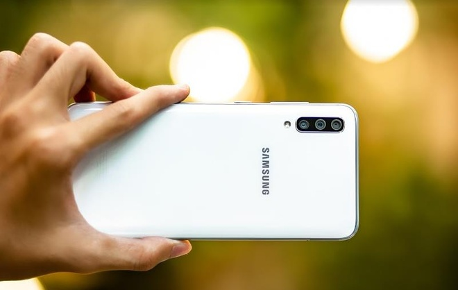 Galaxy A70 - smartphone man hinh lon, pin khung va nhieu hon the hinh anh 4