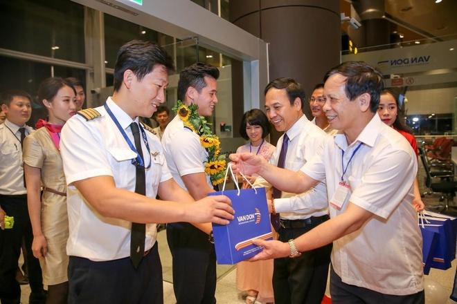 Video - Cang Hang khong Quoc te Van Don mo duong bay den Tham Quyen hinh anh