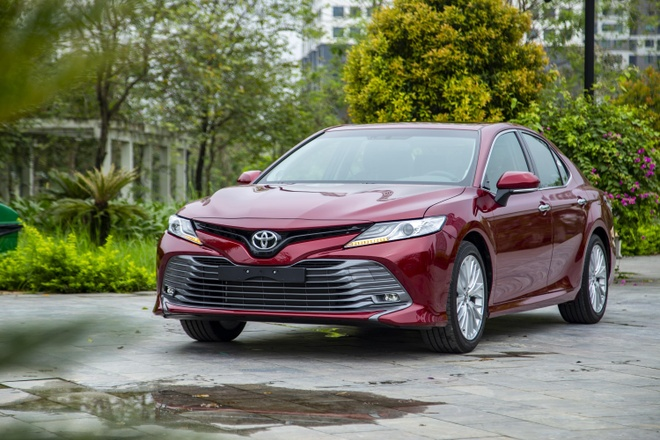 Toyota Camry 2019 - lua chon hop ly o phan khuc sedan cao cap hinh anh 2