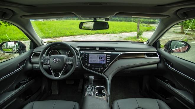 Toyota Camry 2019 - lua chon hop ly o phan khuc sedan cao cap hinh anh 3