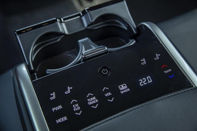 Toyota Camry 2019 - lua chon hop ly o phan khuc sedan cao cap hinh anh 4