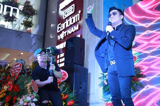 Quang Ha chieu fan, hat gan chuc bai khong nghi hinh anh 1