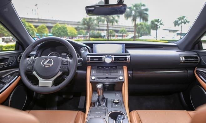 Giai ma ly do Lexus RC 2019 'hut hon' khach hang Viet tre tuoi hinh anh 3