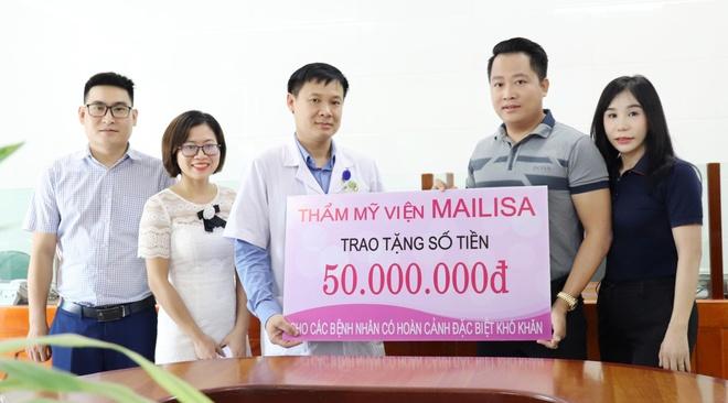 Đại diện TMV Mailisa tặng gần 300 triệu đồng cho bệnh nhân kém may mắn