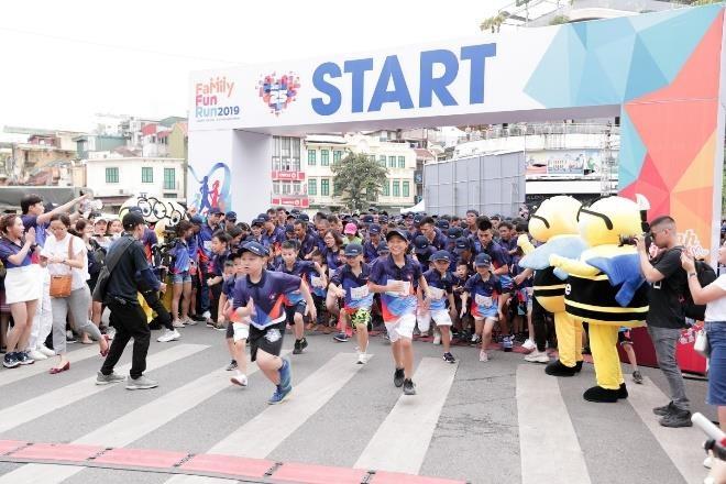 Hon 3.000 nguoi tham gia giai chay 'MB Family Fun Run' o ho Hoan Kiem hinh anh 1