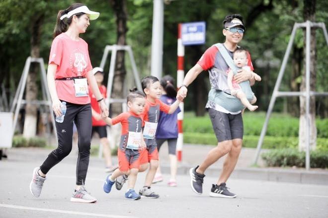 Hon 3.000 nguoi tham gia giai chay 'MB Family Fun Run' o ho Hoan Kiem hinh anh 2