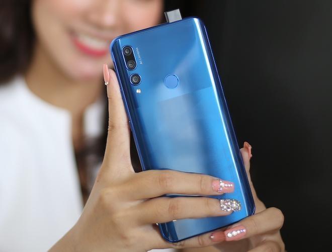 Tân binh Huawei Y9 Prime 2019 khuấy đảo phân khúc smartphone phổ thông