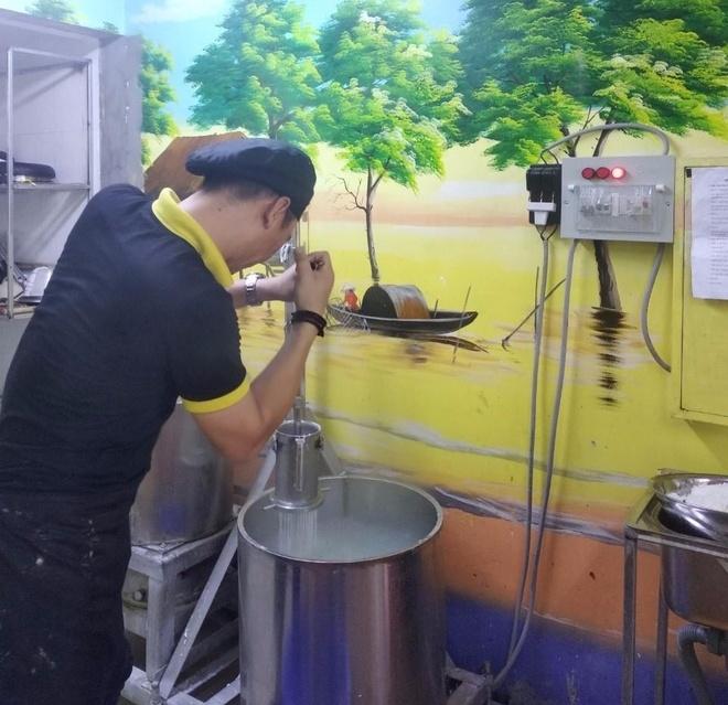 Thuong thuc bun quay lung danh Phu Quoc tai Ha Noi hinh anh 1