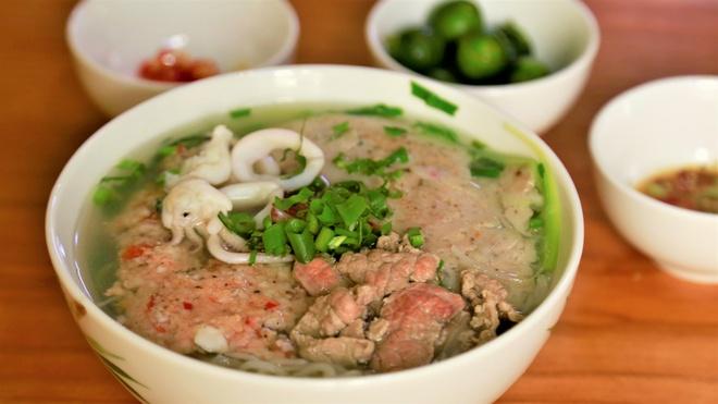 Thuong thuc bun quay lung danh Phu Quoc tai Ha Noi hinh anh 5