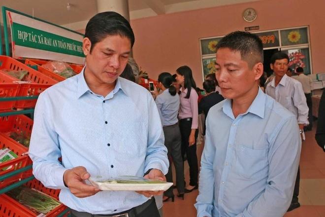 Tap doan Minh Hung ho tro Can Giuoc xay dung thuong hieu rau an toan hinh anh 4