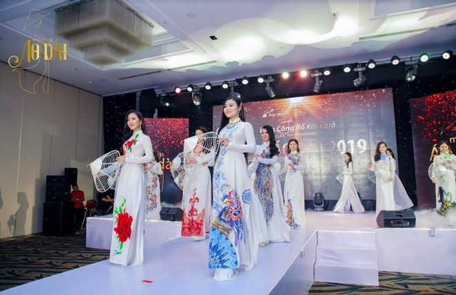 S.T Son Thach khuay dong le trao giai cuoc thi anh Miss Ao dai 2019 hinh anh 3