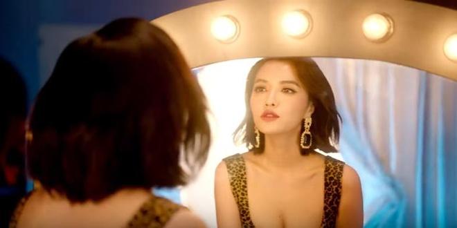 'Ba lao' Bich Phuong hoi xuan, 'du dua' trai dep trong MV moi ra lo hinh anh 4